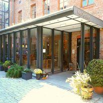 Eingang zur Rezeption des Hotel Fabrik